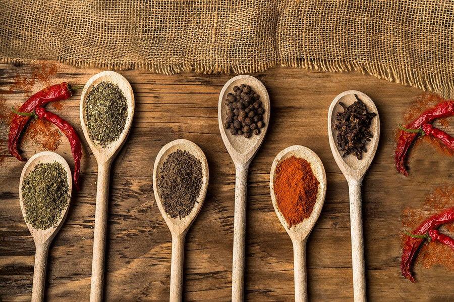 Use Especiarias na sua Alimentação
